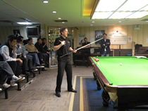 Mr. Chris Henry ofAcuerate cue demonstates cueing techniques at our club in Hong Kong - 2009 March.