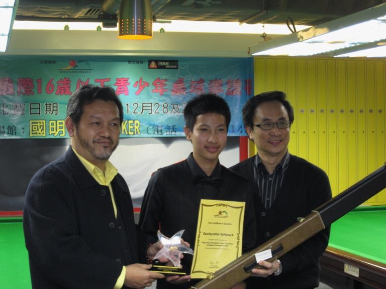 Danny Mak - HKBSCC President, Champion:Ratchayothin Yotharuck(THA), Ken Hui (Tournament Director)